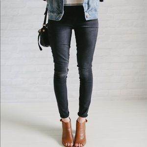 EUC Loft faded black skinny jeans